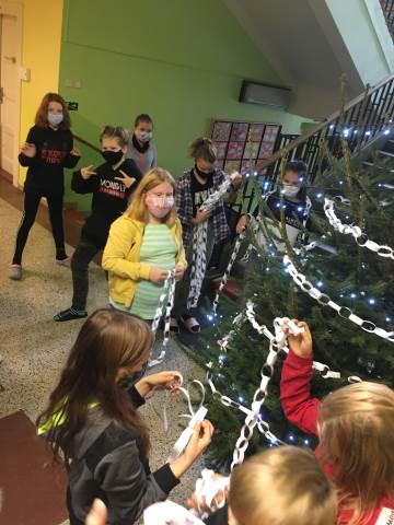 Zdobení Vánočního stromečku na 1. stupni